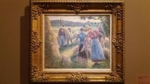 """Камиль Писсарро, Сеноворошилка, вечер, Эраньи, 1893 г. на выставке """"Писсарро в Эраньи"""" в музее в Люксембургском саду"""