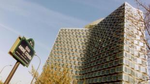 La Tour Mirabeau, siège du Conseil supérieur de l'Audiovisuel (CSA) à Paris.
