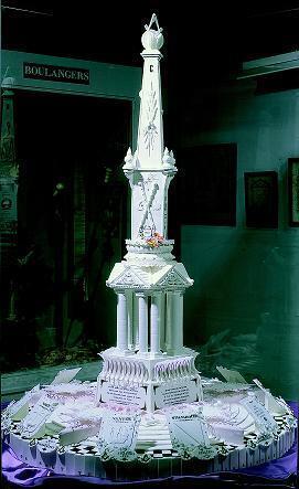 Среди экспонатов музея в Туре - торт с масонской символикой