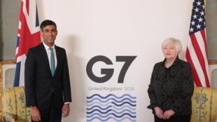 El ministro británico de Finanzas, Rishi Sunak, recibe a Janet Yellen, la Secretaria estadounidense del Tesoro, Janet Yellen, en Londres, la víspera del G7 de Finanzas, el 3 de junio de 2021