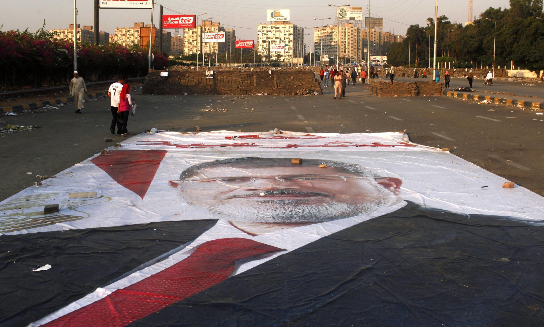 Une affiche géante du président déchu, Mohamed Morsi, au Caire en août 2013.