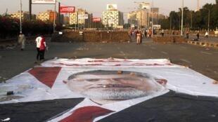 Une affiche géante du président déchu, Mohamed Morsi, au Caire ce samedi 3 août.