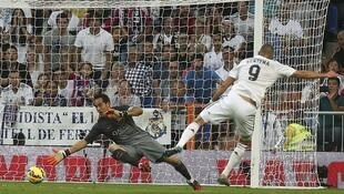 Karim Benzema a été précieux, lors du match de championnat remporté par le Real Madrid contre le FC Barcelone (3-1), le 25 octobre 2014.