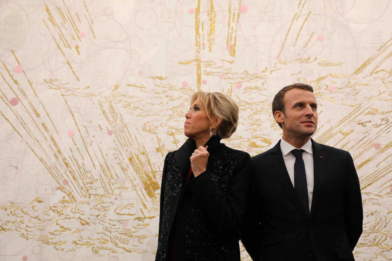 Le couple présidentiel français à la galerie d'art Ullens de Pékin, le 9 janvier 2018.