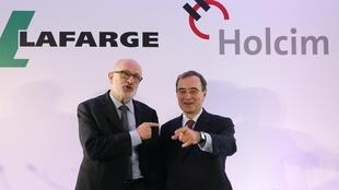 Holcim Chairman Rolf Soiron (L) and Lafarge CEO Bruno Lafont, who also became CEO of LafargeHolcim, attend a news conference in Paris, April 7, 2014.