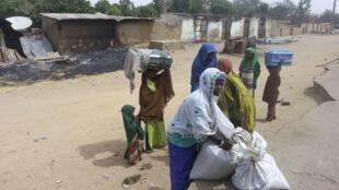 Mutane da ke kokarin tserewa hare haren Boko Haram