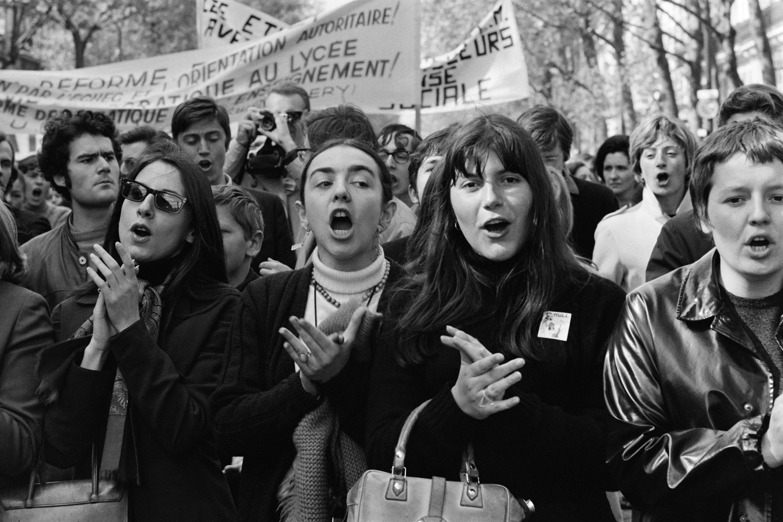 Mujeres marchan el 1 de mayo de 1968 en París. En materia de género, Mayo del 68 trajo cambios pero años más tarde.