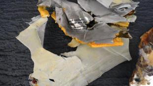 Destroços do avião encontrados e resgatados pela marinha egípcia.