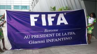 Aéroport de Brazzaville: une grande banderole pour accueillir le président de la FIFA, Gianni Infantino, le 29 novembre 2019.