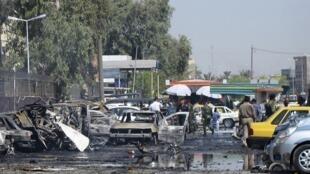 Destroços da explosão de um carro-bomba no bairro de Kadhimiyah, em Bagdá, nesta quinta-feira, dia 15 de agosto.