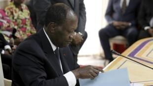 Alassane Ouattara, rais wa Cote d'Ivoire, amejiorodhesha rasmi kama mgombea urais wa mwezi Oktoba, Jumatano Agosti 5mwaka 2015.