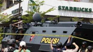 Operação da polícia indonésia no centro da capital, Jacarta.