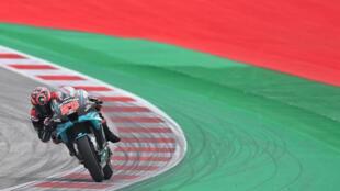 El piloto francés de Petronas Yamaha SRT, Fabio Quartararo, durante el primer entrenamiento del Gran Premio de Austria de Moto GP en el circuito Red Bull Ring de Spielberg, Austria, el 14 de agosto de 2020