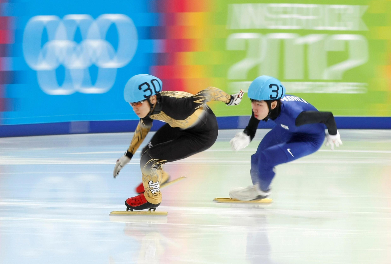 O patinador japonês Kei Saito (à direita), flagrado com a substância acetazolamida, competiu no último sábado (10). Foto do 19/01/12