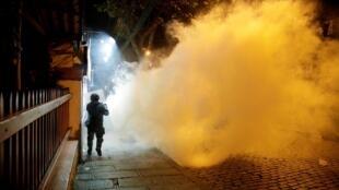 لاپاز، بولیوی: واکنش نیروهای انتظامی به تظاهرات تقریباً در تمام نقاط دنیا مشابه است