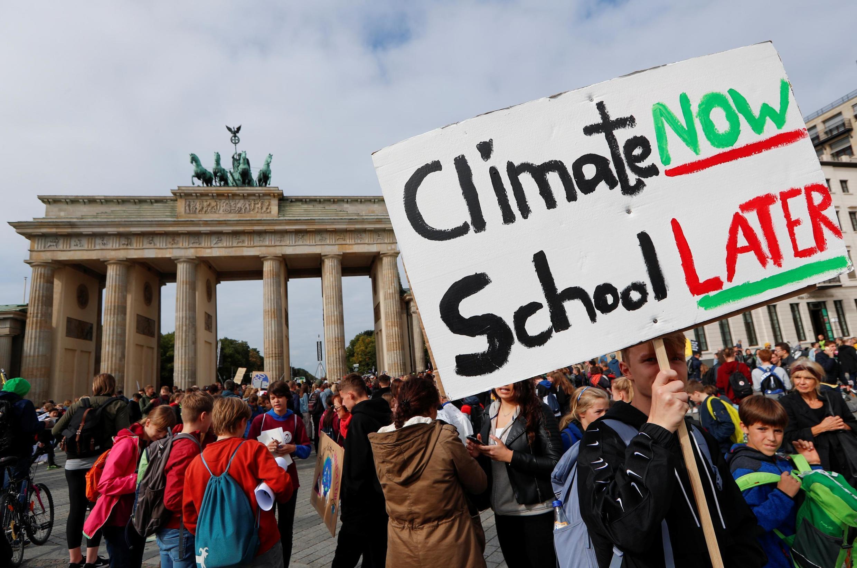 Активисты у Браденбургских ворот в Берлине, 20 сентября 2019