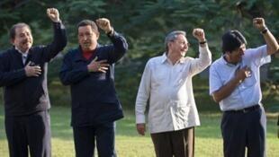 De gauche à droite : Hugo Chavez, président du Venezuela, Raul Castro, président de Cuba et Evo Morales, président de la Bolivie