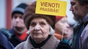 Les Lettons étaient déjà descendus dans la rue, le 1er décembre 2009, pour protester contre le budget proposé et l'augmentation d'impôts.