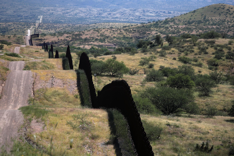 Mpaka wa Marekani na Mexico huko Nogales, Arizona.