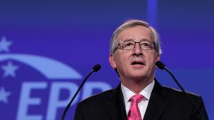 Apesar de não contar com a unanimidade, Jean-Claude Juncker foi oficialmente indicado para presidir a Comissão Europeia.
