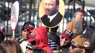 ប្រជាជនអាមេរិកនាំគ្នាជាច្រើនពាន់នាក់មកជួបជុំគ្នានៅឱកាសខួប៥០ឆ្នាំក្រោយការសម្លាប់លោក Martin Luther King នៅ Memphis, Tennessee សហរដ្ឋអាមេរិកនៅថ្ងៃទី៤មេសា២០១៨។