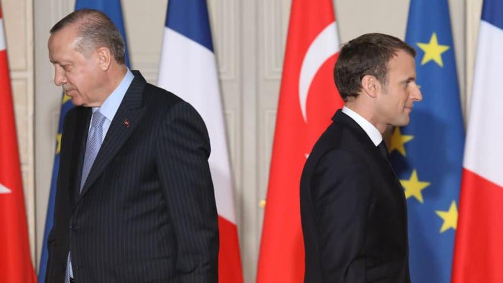 Shugaba Faransa Emmanuel Macron tare da shugaba Recep Tayyip Erdogan na Turkiya.