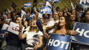 Des militants de la Ligue démocratique du Kosovo, le 1e juin 2017.