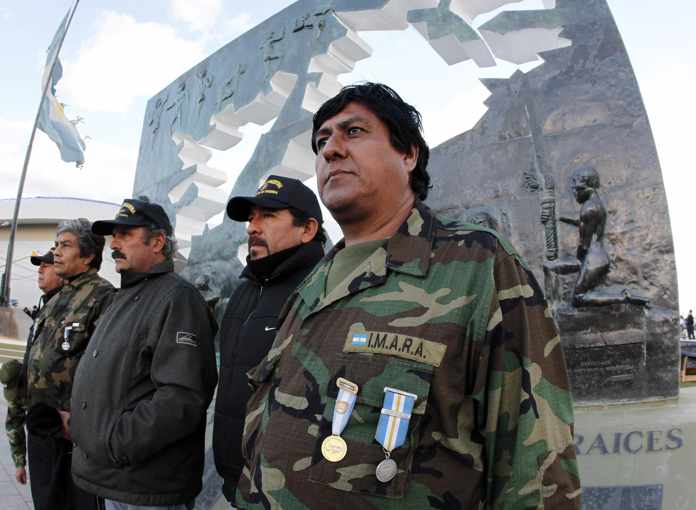 Veteranos de la guerra de las Malvinas en Ushuaia, Tierra del Fuego, el primero de abril de 2012.