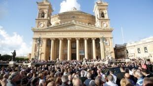 马耳他周五为遭谋杀的反腐女记者嘉丽齐亚举行葬礼