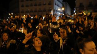 Greve de mulheres espanholas começou à 0h deste dia 8 de Março de 2019.