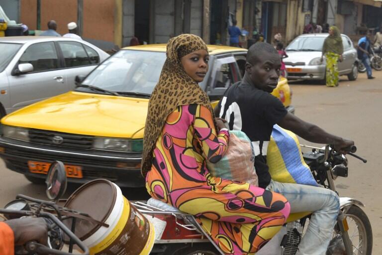 Dans une rue de Yaoundé, capitale du Cameroun.