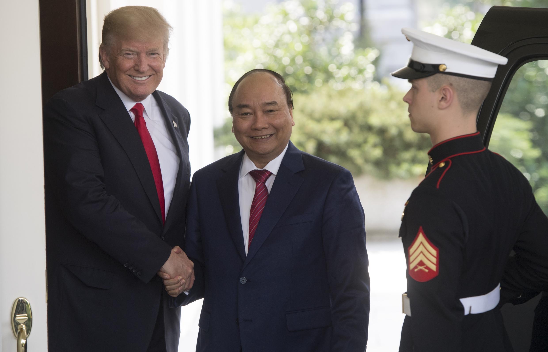 Tổng thống Mỹ Donald Trump tiếp thủ tướng Việt Nam Nguyễn Xuân Phúc sau cuộc họp tại Nhà Trắng, Washington, ngày 31/05/2017.