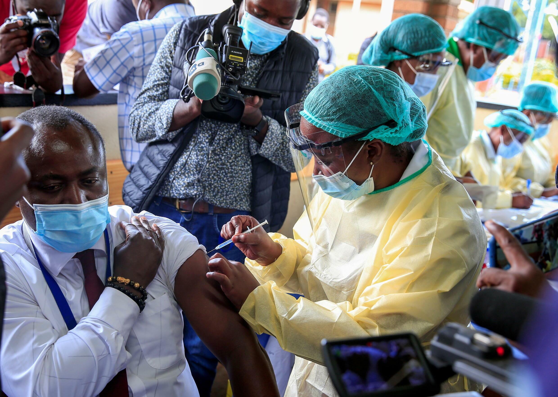 津巴布韋民眾接種新冠疫苗資料圖片