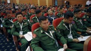Các đại biểu tham dự đàm phán ở Naypyidaw,12/01/2016.