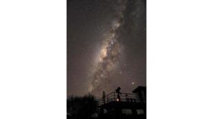 Autoportrait d'Olivier Sauzereau, photo prise à l'Observatoire Nyota Observatory au Kenya.