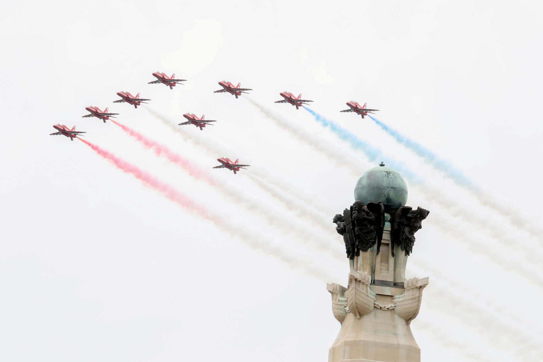 Элитная эскадрилья британских ВВС Red Arrows в Портсмуте 5 июня 2019