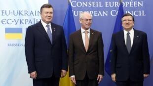 Виктор Янукович, Херман ван Ромпей и Жозе Мануэль Баррозо на саммите ЕС-Украина в Брюсселе 25/02/2013