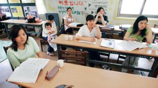 接受韓國文化培訓的越南新娘資料圖片