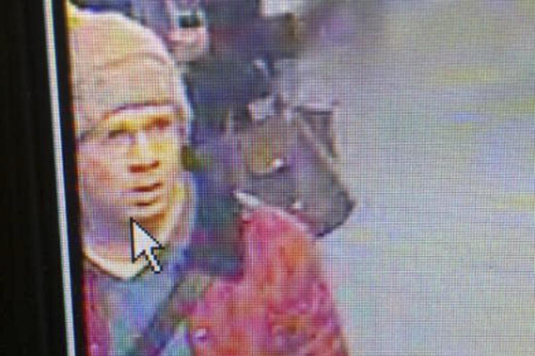 Nova foto do atirador divulgada pela polícia francesa, que continua as buscas.