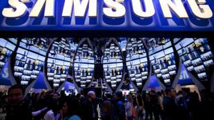 Ảnh minh họa : Nhãn hiệu Samsung tại hội chợ CES (Consumer Electronics Show) 2010, tại Las Vegas.
