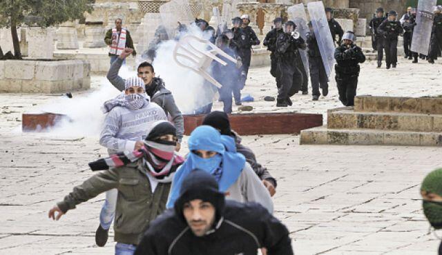 Столкновения полиции и палестинских манифестантов на Храмовой горе в Иерусалиме