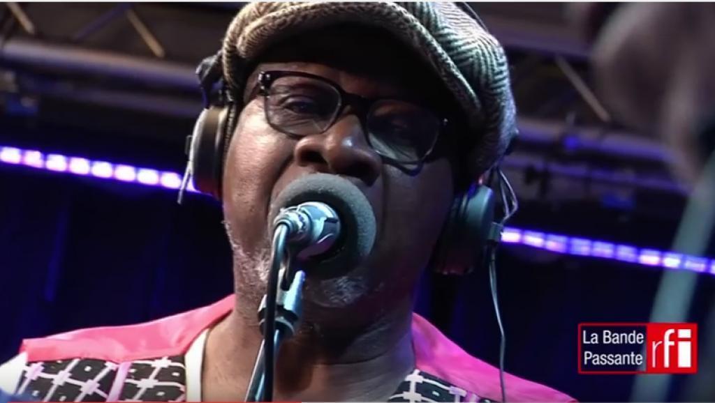 """Papa Wemba mgeni wa Alain Pilot kwenye RFI, katika kipindi cha """"Bande Passante""""."""