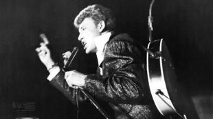 Affiche quảng cáo Johnny Hallyday tại Liên hoan nhạc rock 'n' roll tại Pháp năm 1961.