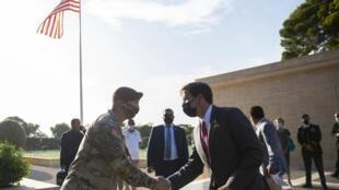 Le secrétaire d'État à la Défense Mark Esper au cimetière américain de Carthage - 6500 soldats américains périrent ou disparurent dans la région pendant la Seconde Guerre mondiale - le 30 septembre 2020.
