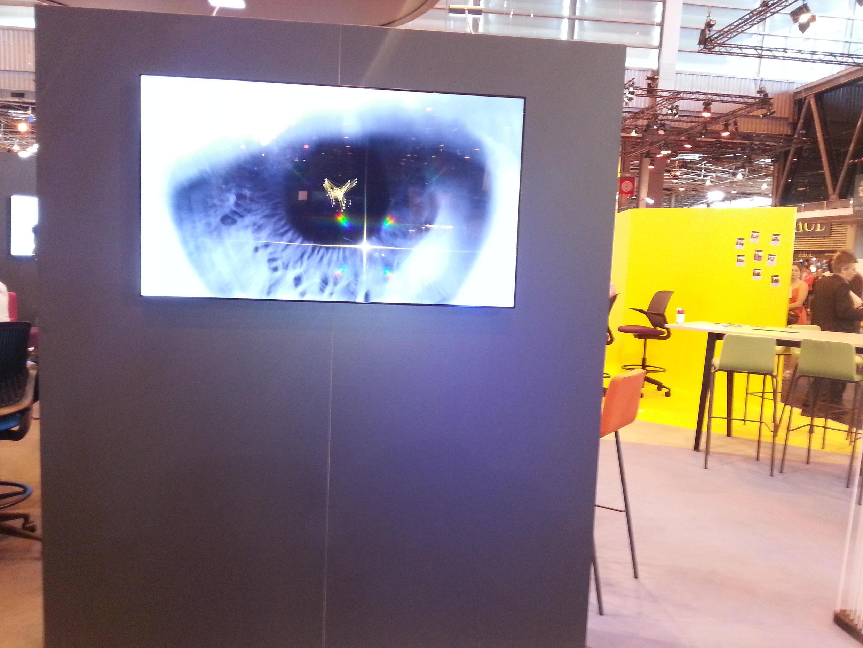 Olho biónico, tecnologia, electromecânica e melhoria da visão, robótica, inteligência artificial