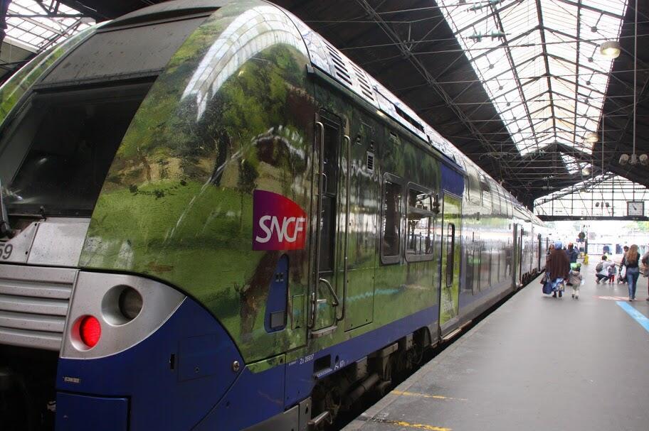 O Trem do Impressionismo sai todos os sábados e domingos da estação de Saint-Lazare, em Paris, em direção a Giverny e a Rouen, na região da Normandia.