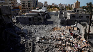 As hostilidades na Faixa de Gaza continuaram na madrugada desta terça-feira, mesmo após o anúncio de um cessar-fogo pelo grupo palestino Hamas.