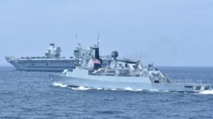 """""""伊丽莎白女王号""""航母与马来西亚皇家海军军舰资料图片"""
