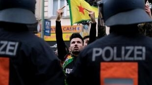 Акция протеста в Берлине против турецкой военной операции в Сирии, 12 октября 2019 года