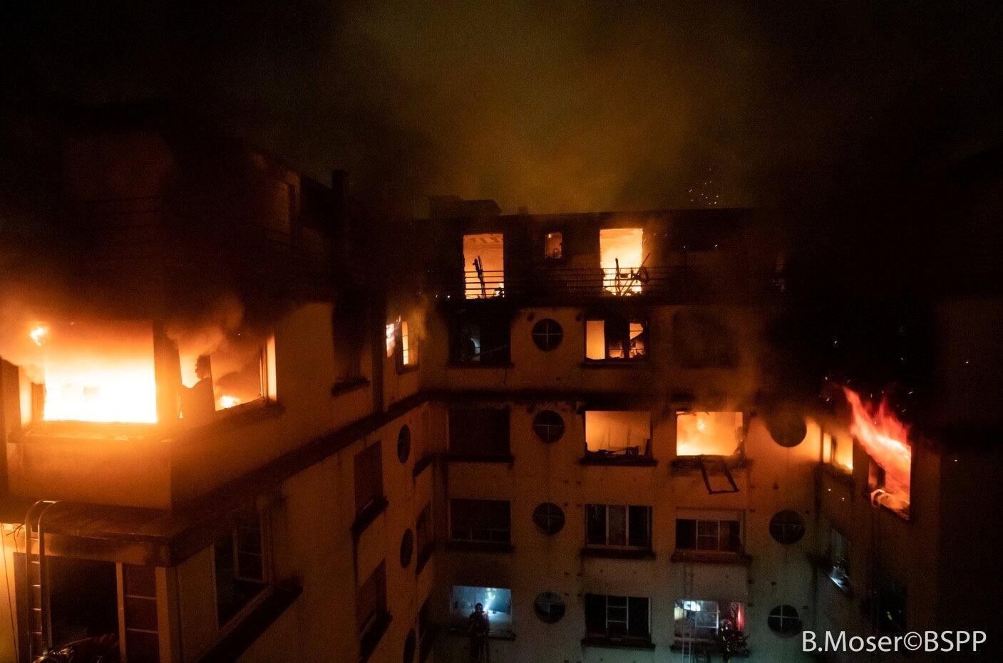 05/02/19- Um incêndio num prédio residencial de 8 andares no 16° distrito de Paris, bairro de nobre da capital francesa, deixou ao menos 10 mortos e mais de 30 feridos na madrugada desta terça-feira (5).